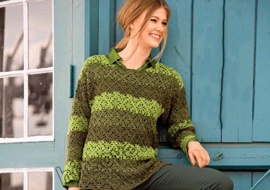 Пуловер в полоску цветочным узором крючком
