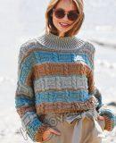 Вязаный полосатый свитер рельефным узором