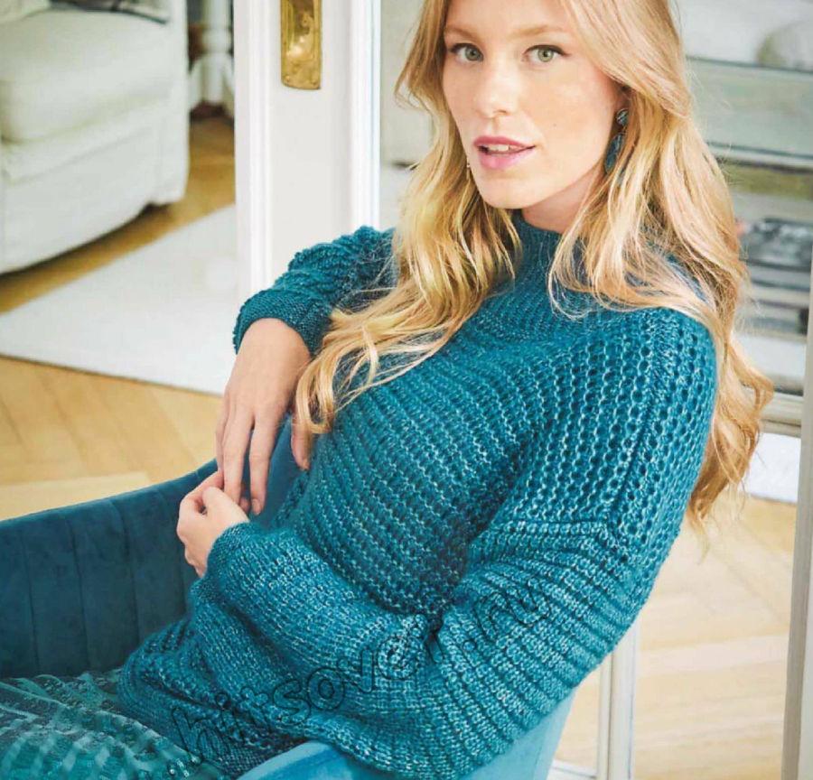 Модный женский свитер структурным узором, фото.
