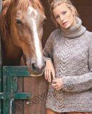 Вязаный свитер клетчатым узором и центральной косой