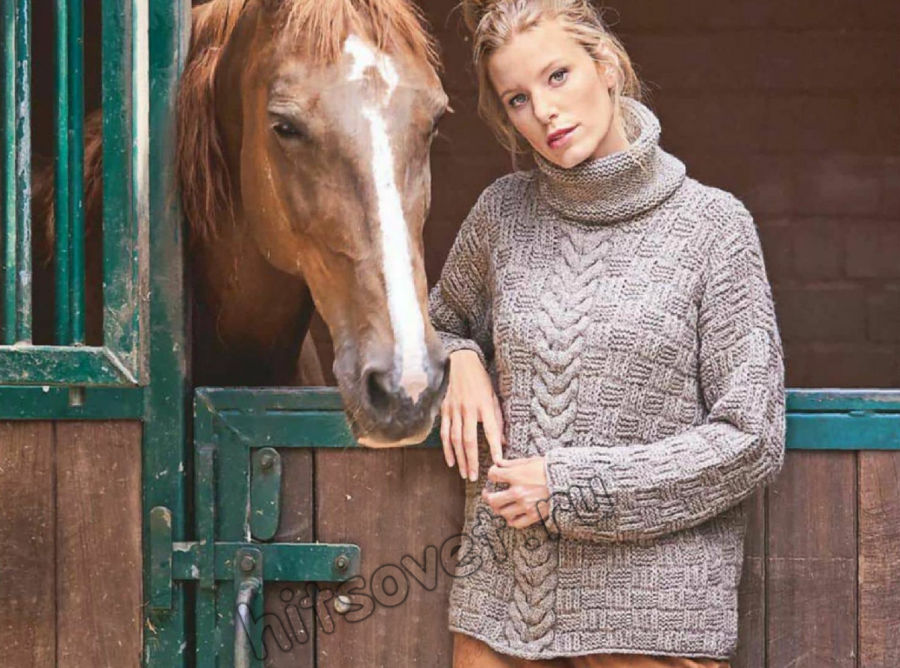 Вязаный свитер клетчатым узором и центральной косой, фото.
