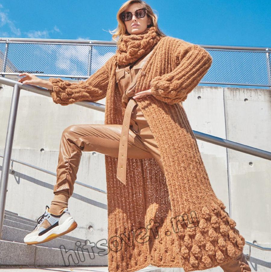 Модное вязаное пальто и снуд, фото.
