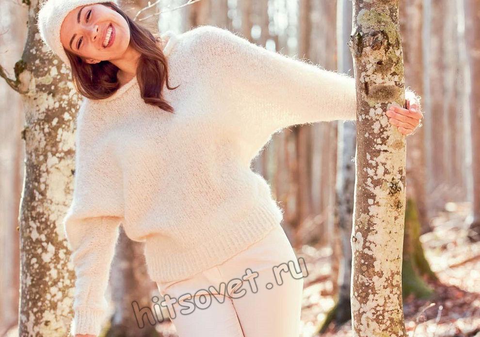Белый свитер с рукавами летучая мышь