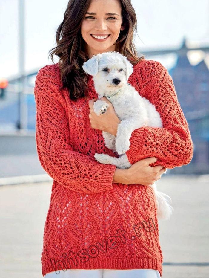 Удлиненный ажурный пуловер кораллового цвета, фото.
