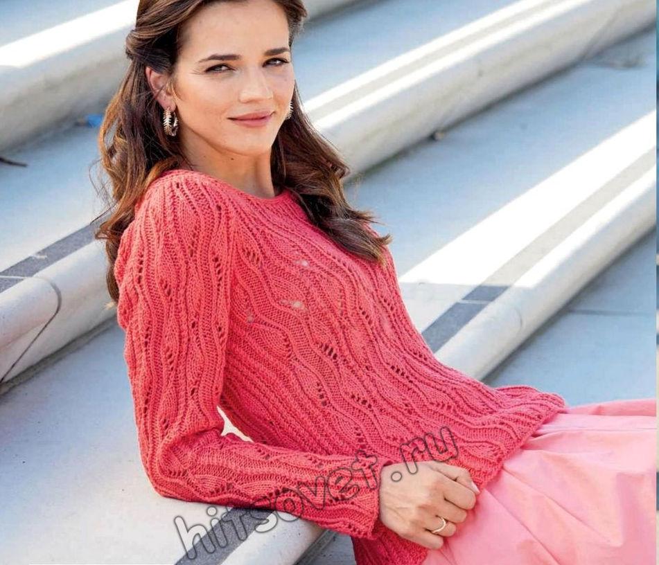 Красивый ажурный пуловер кораллового цвета
