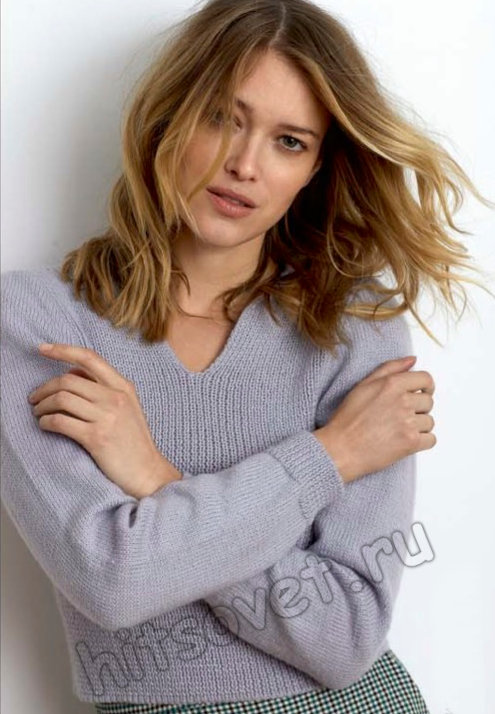 Стильный короткий пуловер спицами для девушки