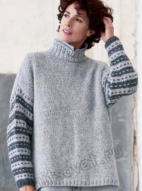 Вязаный свитер с полосатыми рукавами, фото.